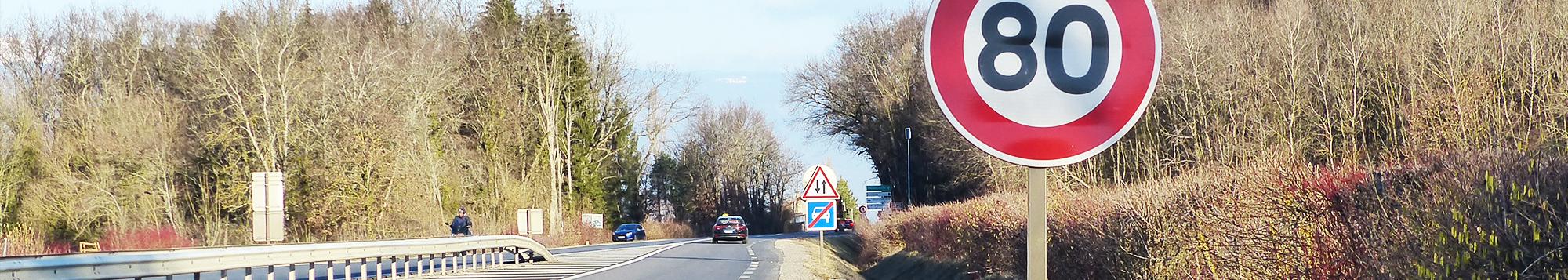 Route départementale panneau signalisation limitation vitesse 80 km/h